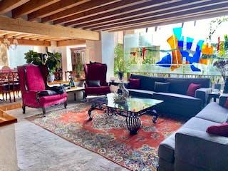 Una sala de estar llena de muebles y una gran ventana en Apartamento en venta en Bosques de las Lomas, de 400mtrs2