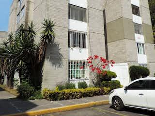 Un coche estacionado delante de un edificio en Departamento en Venta, Col. Ex Hacienda Coapa