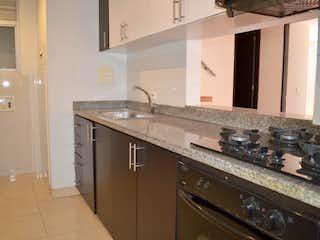 Una cocina con una estufa de fregadero y horno en Apartamento En Venta En Bogotá Cedritos