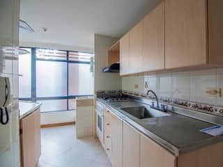 Una cocina con una estufa de fregadero y armarios en Apartamento en Venta CONQUISTADORES