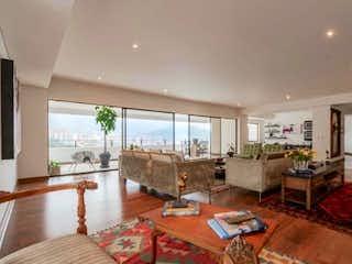Una sala de estar llena de muebles y una chimenea en Apartamento en Venta LOMA DEL CAMPESTRE