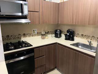 Una cocina con una estufa de fregadero y microondas en Apartamento en venta en Restrepo Naranjo de 73m² con Balcón...