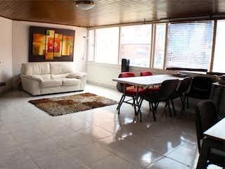 Una sala de estar llena de muebles y una chimenea en Apartaestudio En Venta En Bogota El Nogal
