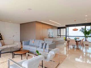 Una sala de estar llena de muebles y una mesa en Vendo Apartamento Poblado Sector Drive Inn Moderno Acabados De Lujo