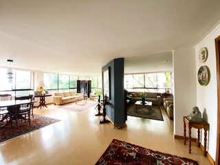 Una sala de estar llena de muebles y una mesa en Apartamento en venta en Santa María De Los ángeles, 201m² con Jardín...