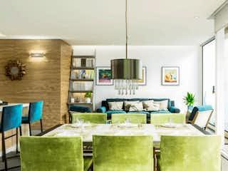 Una sala de estar llena de muebles y una mesa en Temistocles 229