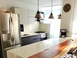 Una cocina con una mesa y sillas en ella en Apartamento en venta en La Abadía con acceso a Piscina