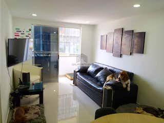 Una sala de estar llena de muebles y un sofá en Urb. Torres del Rio