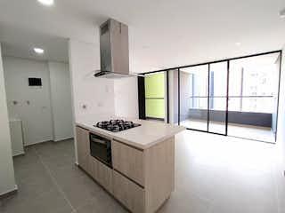 Una cocina con una estufa, un fregadero y un refrigerador en Apartamento en venta en Loma del Escobero de tres habitaciones