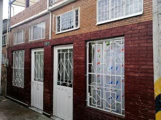 Un edificio de ladrillo con una ventana y una puerta en VENTA CASA SECTOR FONTIBON