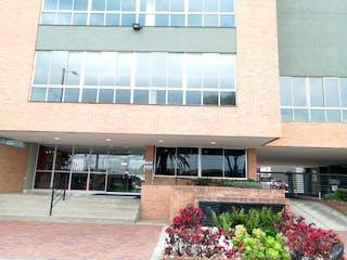 Un gran edificio de ladrillo con una gran ventana en VENTA APARTAMENTO MOSQUERA
