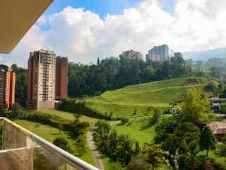 Una vista de una ciudad con un edificio en el fondo en APARTAMENTO EN ENVIGADO PARA ESTRENAR