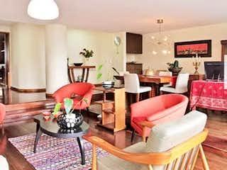 Una sala de estar llena de muebles y una chimenea en Apartamento en Venta POBLADO