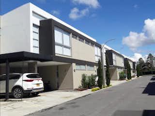 Una vista de una calle de la ciudad desde el lado de un edificio en Casa en Venta RIONEGRO