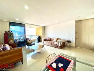 Una sala de estar llena de muebles y una ventana en Font Living