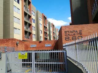 Una señal de calle delante de un edificio en Apartamento En Venta En Bogota Nuevo Horizonte