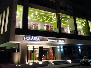 Una vista de un edificio con una ventana grande en Departamento en venta en Polarea, Polanco en OFERTA