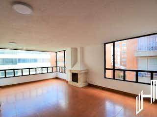Una vista de una sala de estar con un gran ventanal en APARTAMENTO PARA VENTA EN LA CALLEJA