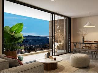 Una sala de estar llena de muebles y una gran ventana en Civita