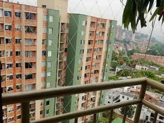 Una vista de una calle de la ciudad en una ciudad en Apartamento en venta en Niquía con Jardín...