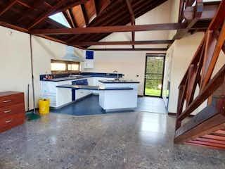 Una habitación llena de un montón de muebles de madera en Casa en venta en Casco Urbano Chía, de 260mtrs2