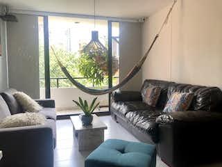 Una sala de estar llena de muebles y una gran ventana en Apartamento en venta Loma  San Julian Medellin