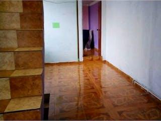 Una habitación que tiene un suelo de madera en ella en VENTA CASA ESQUINERA URAPANES