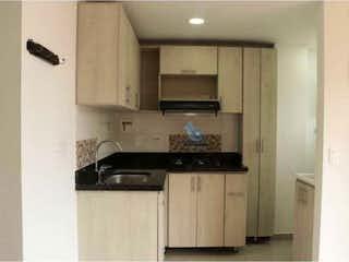 Una cocina con una estufa de fregadero y nevera en Venta apartamento Belén Rosales Medellin Antioquia
