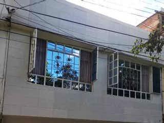 Un edificio que tiene un montón de ventanas en él en VENTA CASA KENNEDY PALENQUE TIMIZA