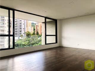 Una vista de una sala de estar con una ventana en Art Living