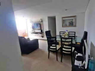 Una sala de estar llena de muebles y una televisión de pantalla plana en Mirador de arboleda