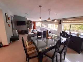 Un comedor con una mesa y sillas en Apartamento en venta en Santa María de los Ángeles, de 180mtrs2
