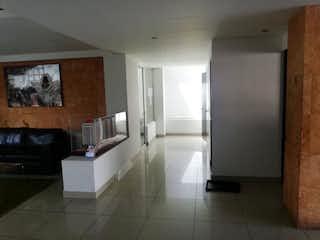 Un cuarto de baño con una bañera blanca y lavabo en Se Vende Departamento en San Isidro Azcapotzalco