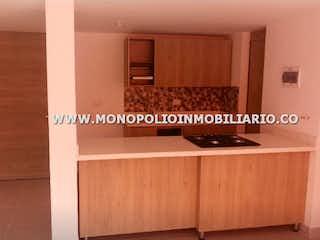 Un cuarto de baño con lavabo y un espejo en MAJAGUA NATURAL 2601
