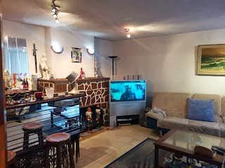 Una sala de estar llena de muebles y una televisión de pantalla plana en ⭐ OPORTUNIDAD DE NEGOCIO