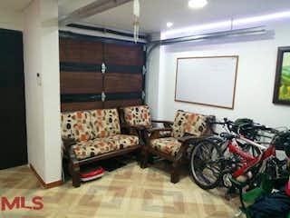 Una habitación llena de un montón de diferentes tipos de muebles en Agua Fresca