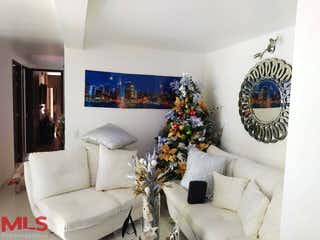 Una sala de estar llena de muebles y un árbol de navidad en Puerto Luna