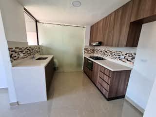 Una cocina con una estufa de fregadero y nevera en Apartamento en venta en Suramericana de 3 habitaciones