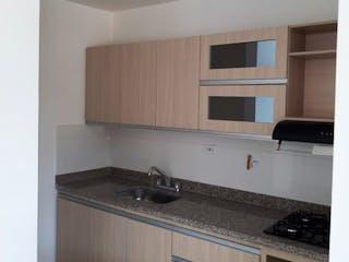 Una cocina con una estufa de fregadero y armarios en Apartamento en venta en Santa Mónica de 3 habitaciones