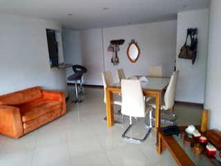 Una sala de estar llena de muebles y una televisión de pantalla plana en Apartamento Venta en Envigado - cerca a avenida el Poblado