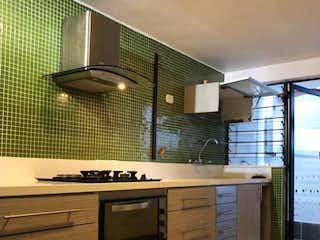 Una cocina con una estufa y un fregadero en Hermosa casa campestre en La Loma de las Brujas