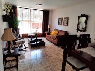 Una sala de estar llena de muebles y una ventana en Venta apartamento laureles P.1 C.3289720