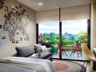 Un dormitorio con un gran ventanal y un gran ventanal en Muttuo