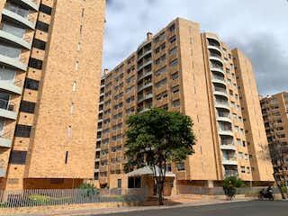 Un edificio muy alto sentado al lado de una calle en APARTAMENTO EN VENTA COLINA CAMPESTRE, 3 HAB, ESTUDIO, 2 PARQ