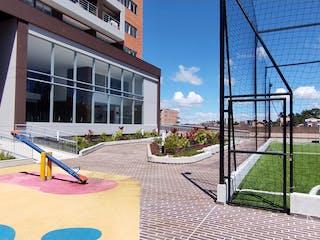 Un edificio con un reloj en el costado en  Venta de Apartamento  Ventus el Porvenir, Rionegro