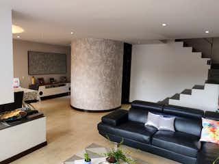 Una sala de estar llena de muebles y una televisión de pantalla plana en APARTAMENTO DUPLEX EN SAN PATRICIO