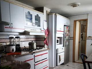Una habitación con una cama y una ventana en Venta apartamento Laureles, la 80 P.2 C.3300206