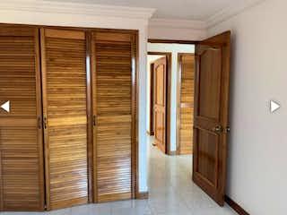 Una vista de un pasillo con una puerta abierta en Venta apartamento Laureles P.9 C.3300482