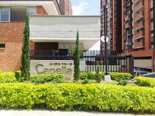 Un edificio que tiene un edificio en el fondo en Apartamento en Venta LA FERRERIA