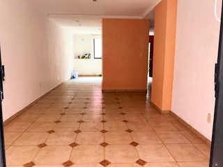 Un cuarto de baño con un inodoro y un lavabo en Casa en venta en La Noria, de 210mtrs2